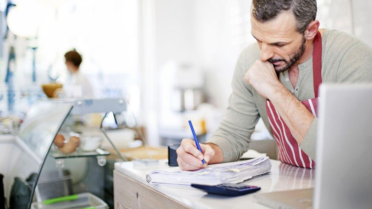Une entreprise est qualifiée de PME lorsqu'elle possède moins de 250 salariés et n'excède pas un chiffre d 'affaires annuel de 50 millions d'euros ou un total de bilan annuel de 43 millions d'euros.