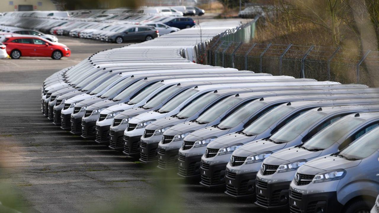 PSA, Renault et Toyota ont arrêté certaines de leurs usines. Selon le ministre de l'économie, l'industrie française tourne à 25% de ses capacités.