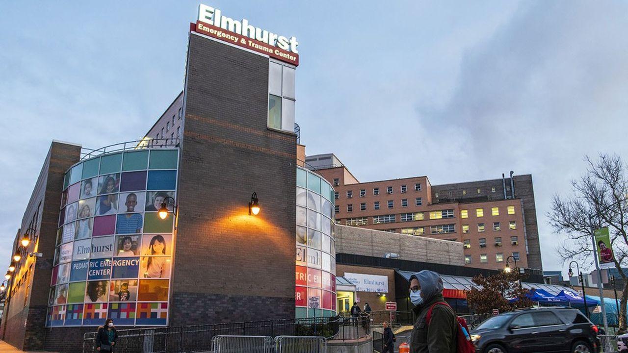 L'hôpital Elmhurst, dans le Queens, accueille des patients qui viennent se faire tester.