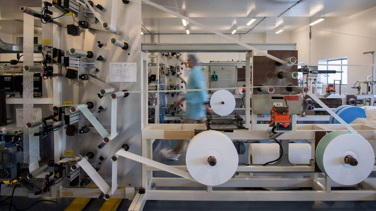 Partout en France, des usines sont «en mode commando» pour se convertir en urgence à la production de masques ou de gel hydroalcoolique.
