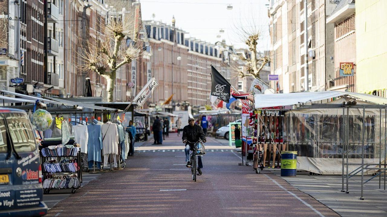 Lundi, le gouvernement néerlandais a prolongé jusqu'au 1erjuin l'interdiction de tous les rassemblements publics, initialement prévue jusqu'au 6avril (photo: à Amsterdam).