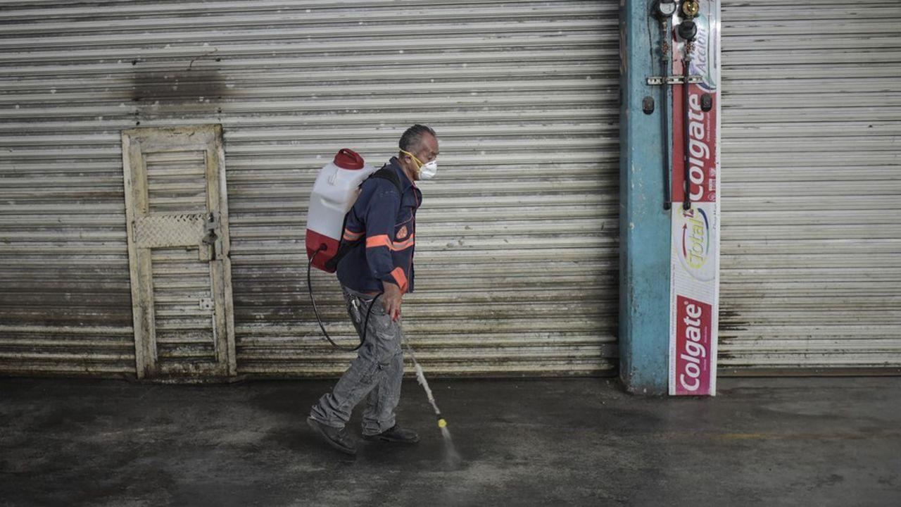 Plus de 400.000 cas d'infection ont été diagnostiqués dans 175 pays et territoires (photo: à Mexico).