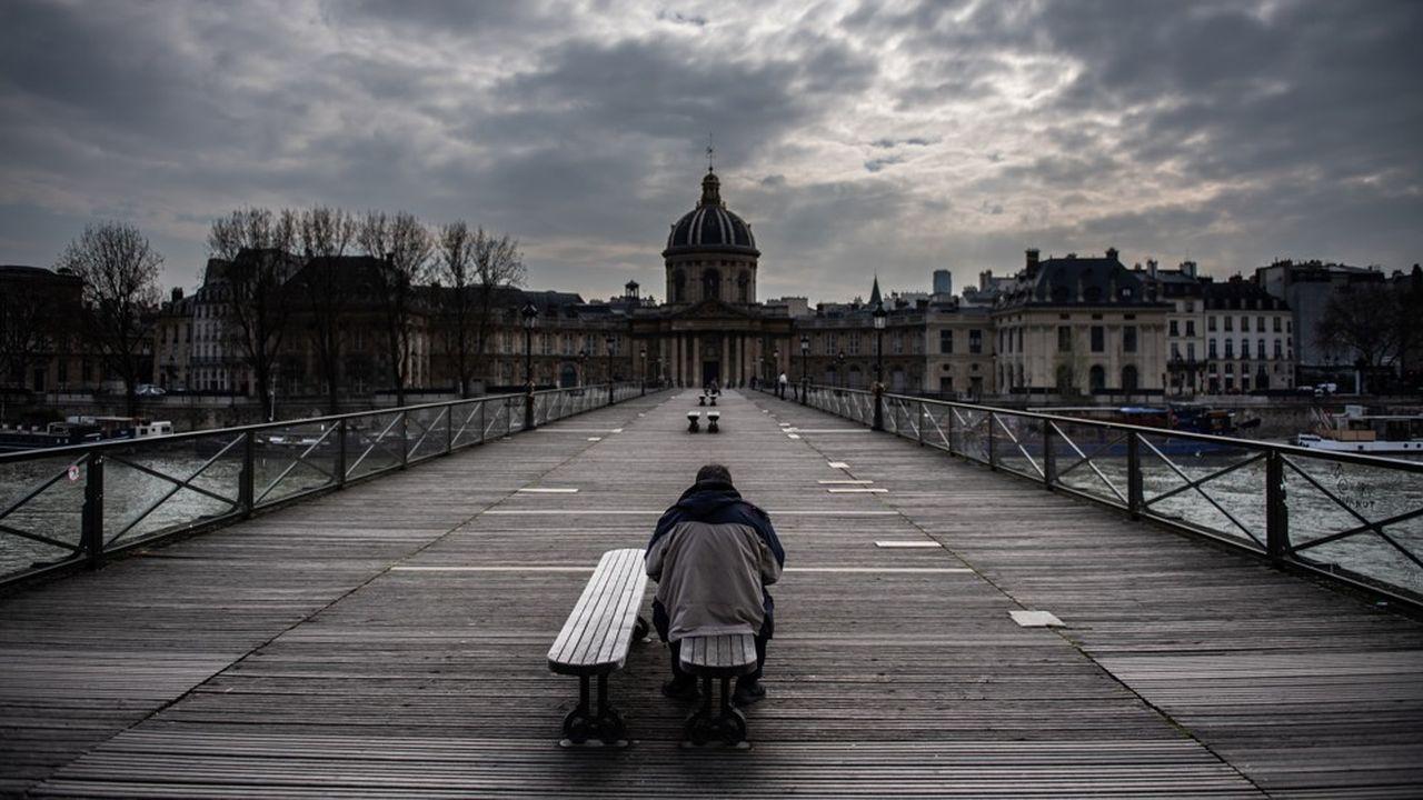 La capitale française ressemble à ville fantôme depuis le début du confinement.