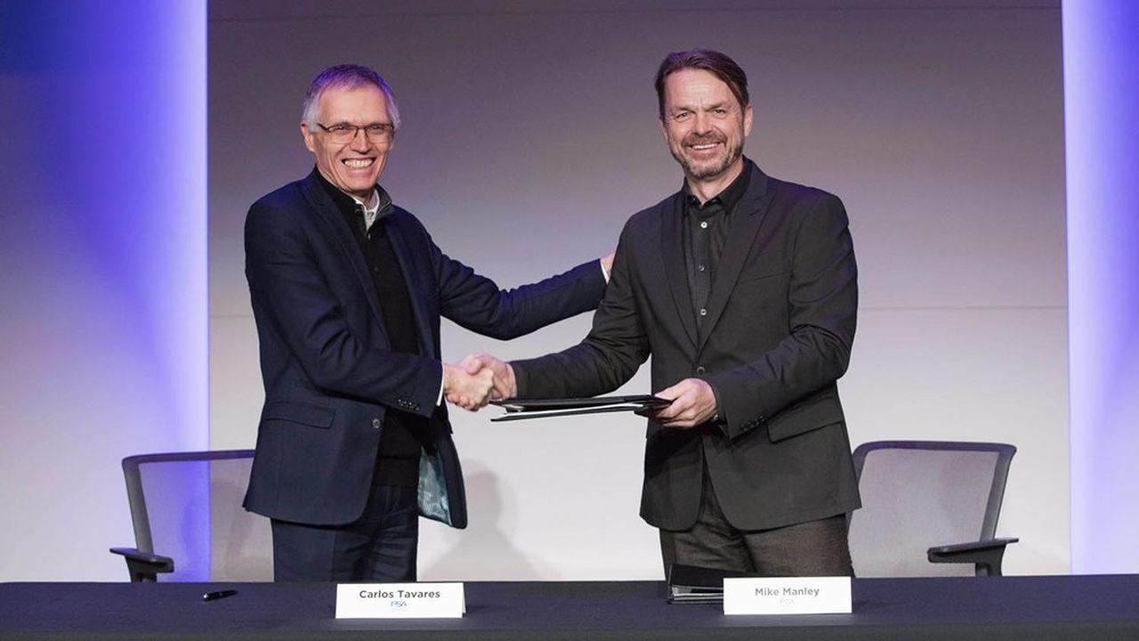 Carlos Tavares, président du directoire de PSA et Mike Manley, directeur général de FCA, ont conclu le 18décembre un accord engageant de fusion entre les deux constructeurs.
