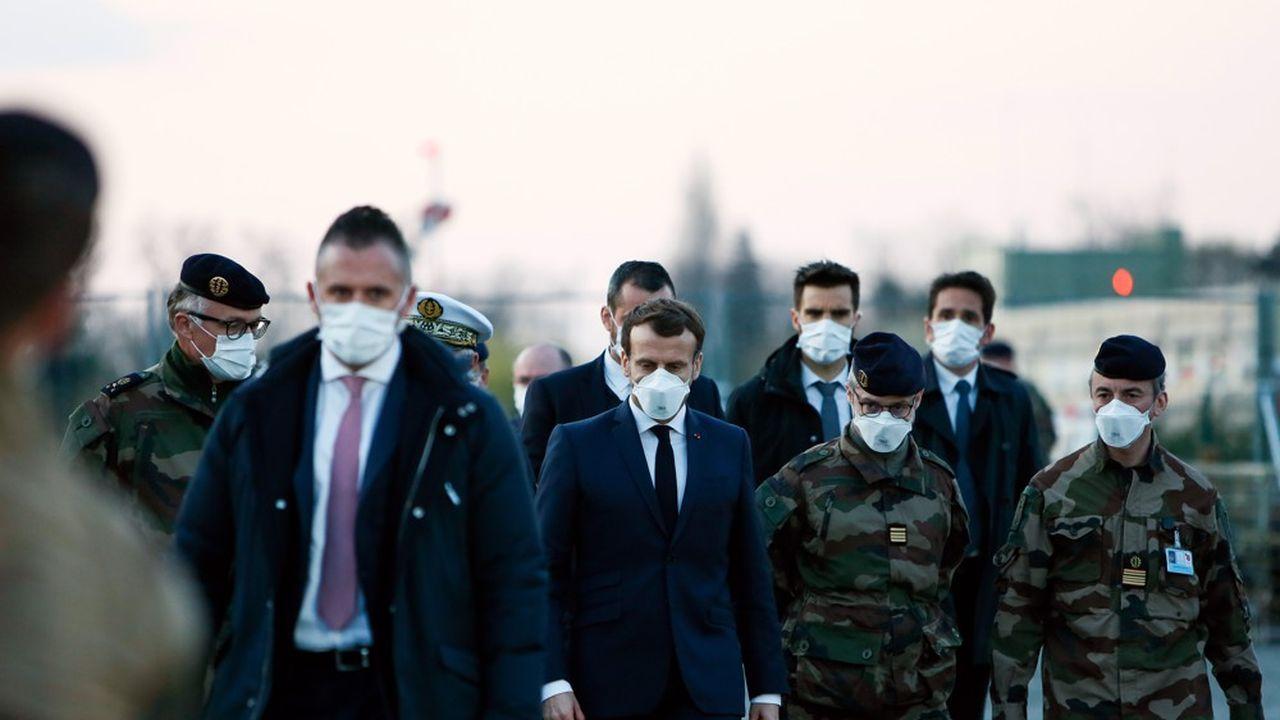 A Mulhouse, où s'est rendu ce mercredi le chef de l'Etat, l'armée a monté en trois jours un hôpital de campagne qui représente un apport de 30 lits en réanimation.