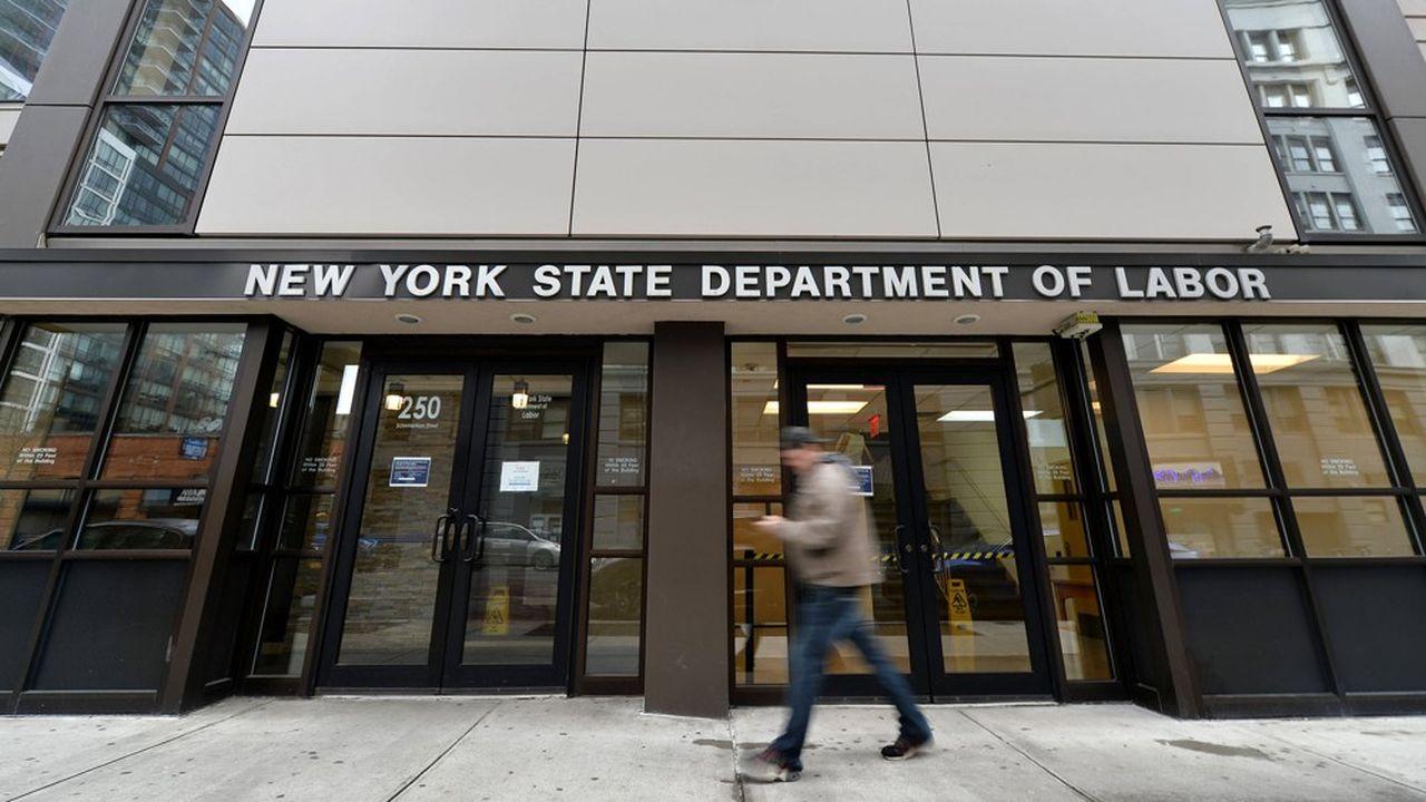 Plus de 3 millions d'inscriptions au chômage, un record — USA
