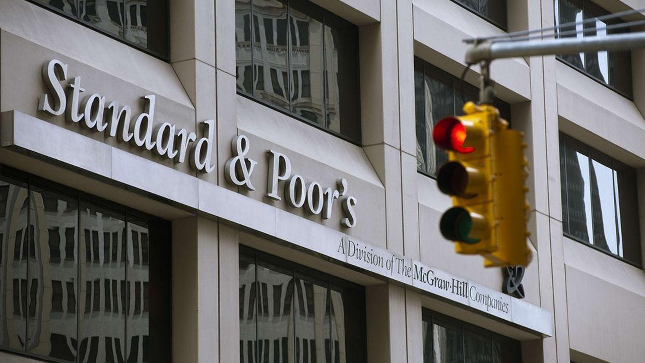 S&P Global Ratings, qui note énormément d'émetteurs en catégorie risquée, a déjà procédé à 336 révisions défavorables au niveau mondial et 54 pour la région Europe-Afrique-Moyen Orient (à la date du 24 mars).