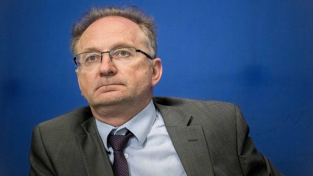 Jean-Luc Tavernier, directeur général de l'•Insee, estime que l'industrie, hors secteur agroalimentaire, fonctionne aujourd'hui à 50% de ses capacités de production.