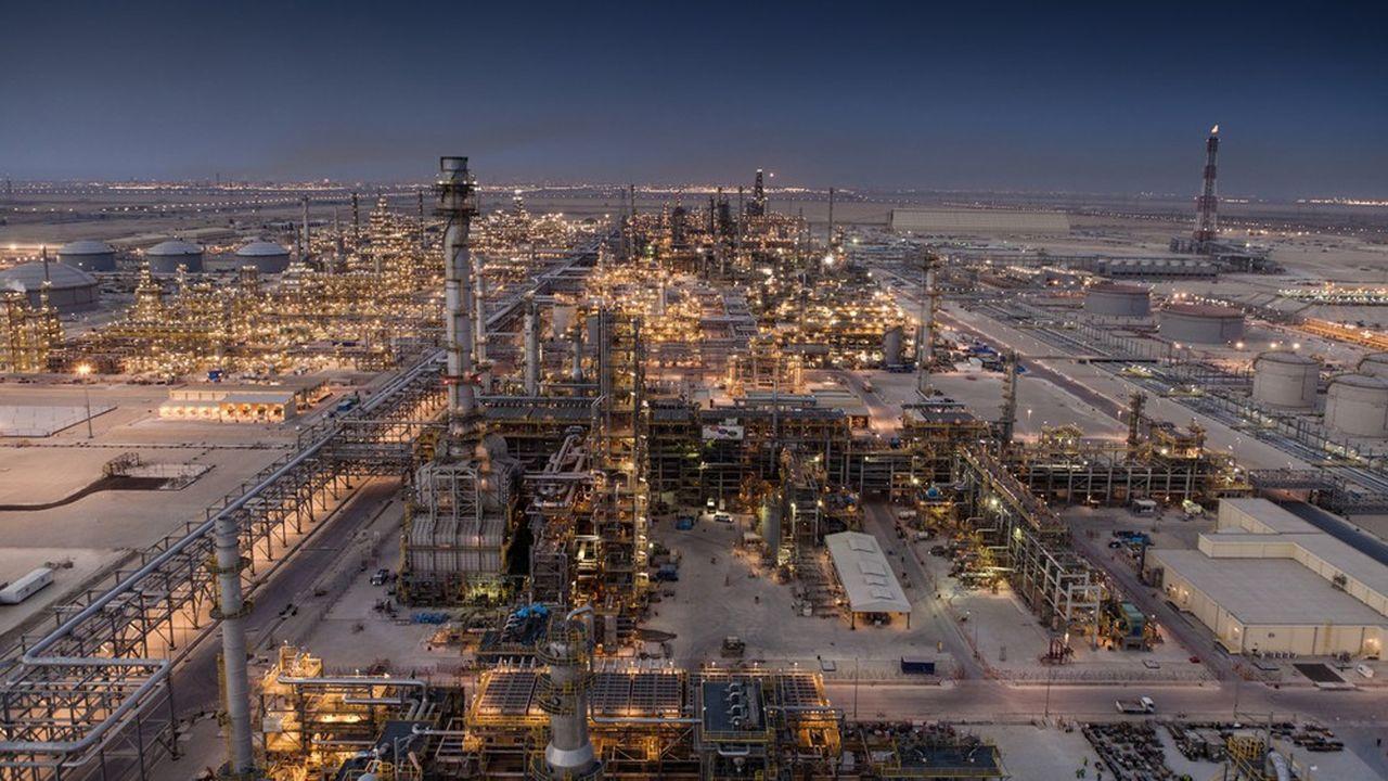 Le secteur parapétrolier emploie 5millions de personnes dans le monde pour la construction de plates-formes pétrolières en mer, les forages à terre, la conception d'usines de liquéfaction de gaz ou de raffineries…