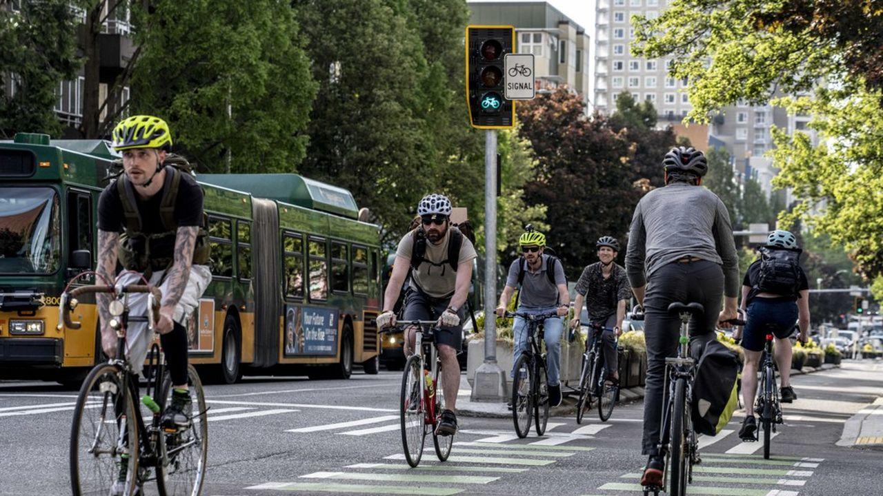 À Seattle, sur la Deuxième Avenue. La ville mise sur les pistes cyclables et les bus électriques pour réduire la pollution automobile.