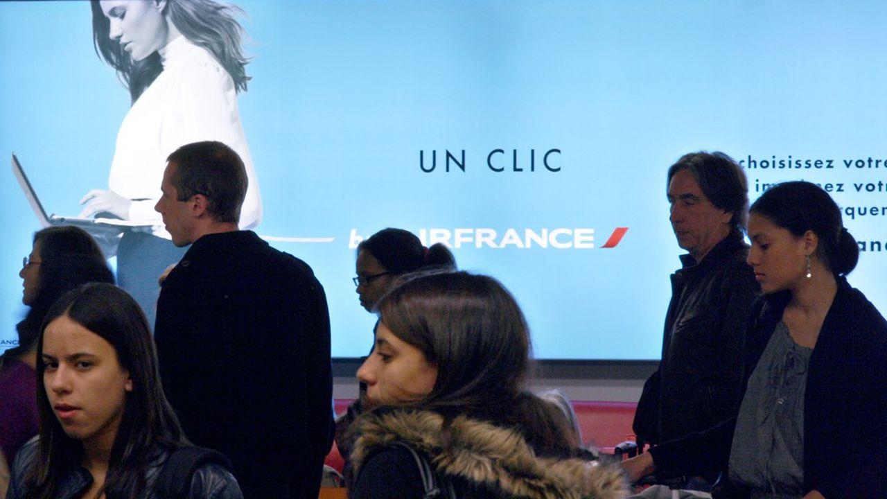 Leader mondial de la communication extérieure, JCDecaux a annoncé mercredi renoncer au versement de son dividende mais poursuit très partiellement son activité.