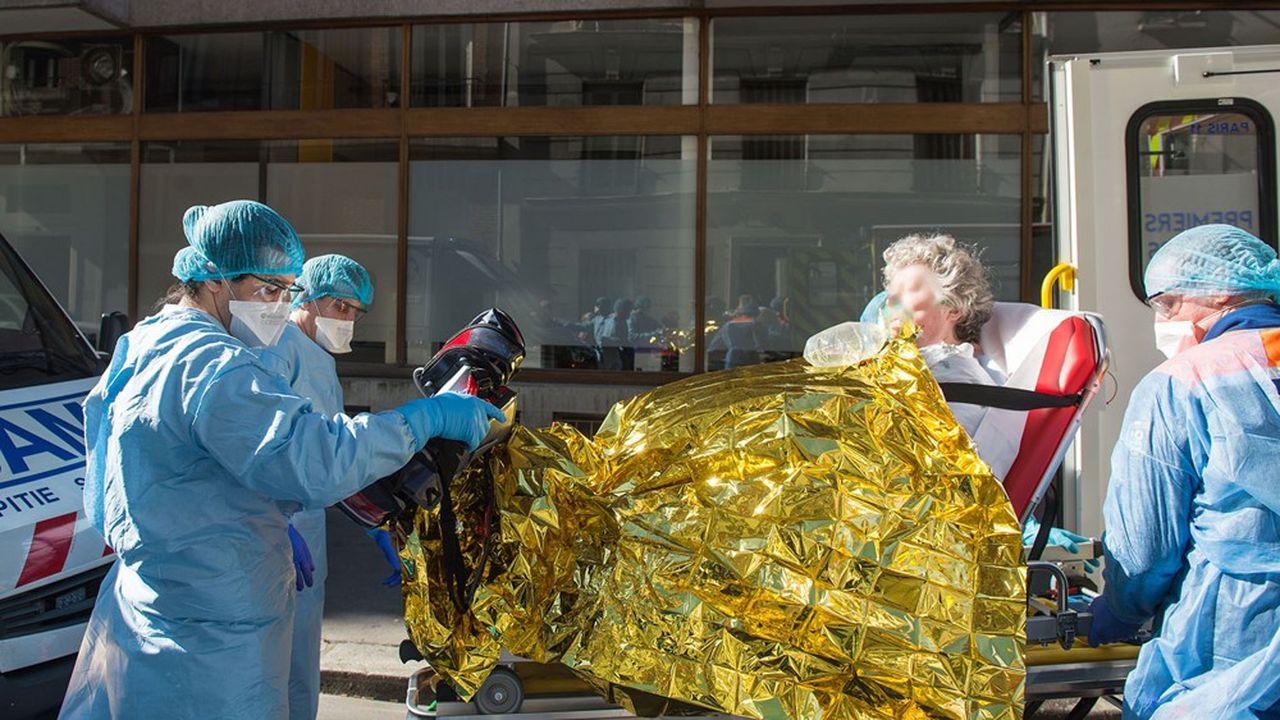 Plusieurs personnalités du monde hospitalier réclament des évacuations de patients d'Ile-de-France vers d'autres régions moins touchées par le coronavirus.