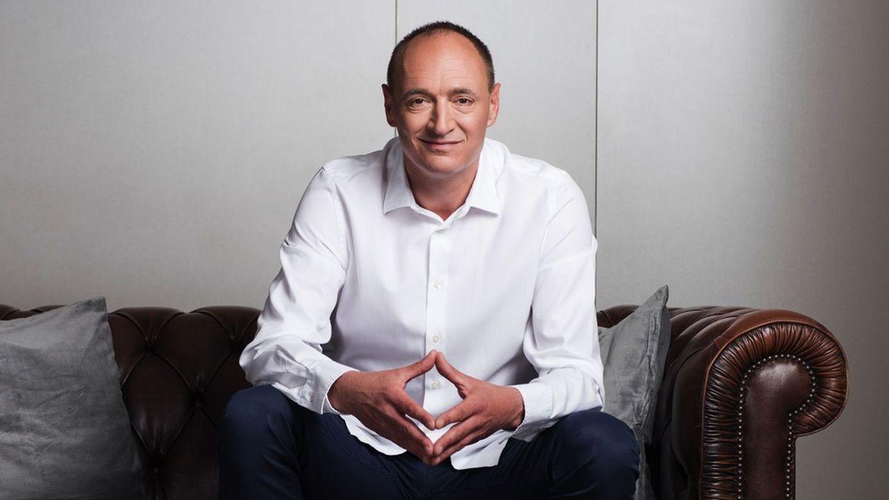 Ancien PDG de Dyson, Max Conze était arrivé à la tête de ProSiebenSat.1 il y a deux ans. Ces derniers mois une succession de cadres dirigeants de son équipe, en désaccord avec sa stratégie, avait quitté le groupe.
