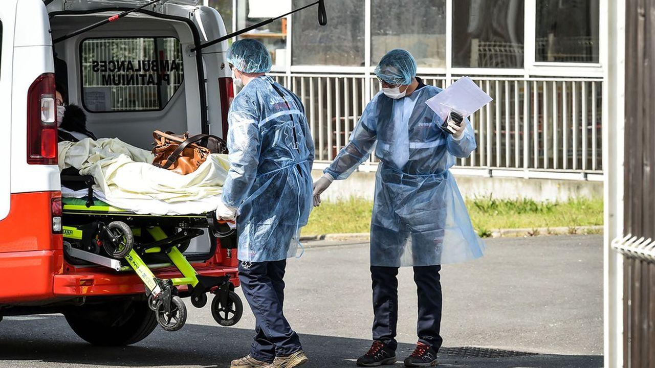 En France, quelque 5.500entreprises regroupant 57.000professionnels sont chargées du transport sanitaire. Un marché qui évoluait de 3,5% par an, avant d'être brusquement stoppé par l'épidémie nationale.