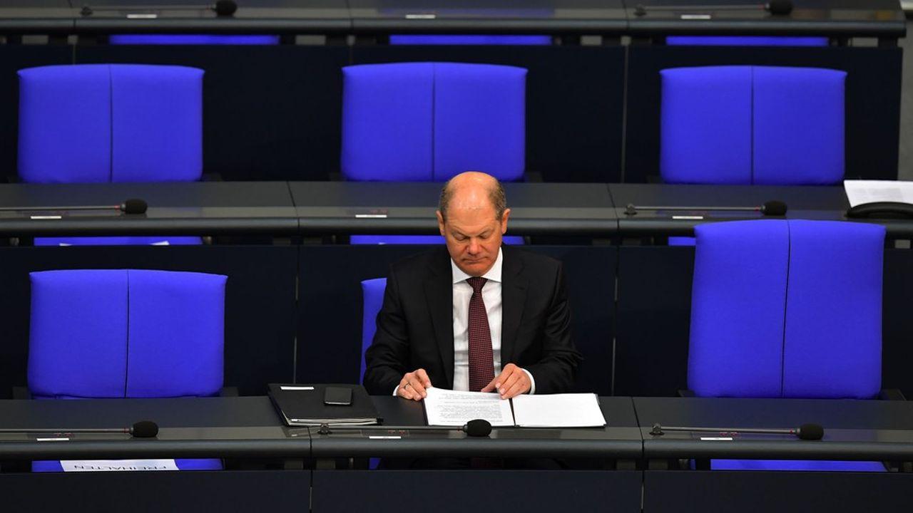 Mercredi matin, le ministre des Finances Olaf Scholz préparait son intervention devant le Bundestag en amont du vote en faveur d'une rallonge budgétaire de 156milliards d'euros.