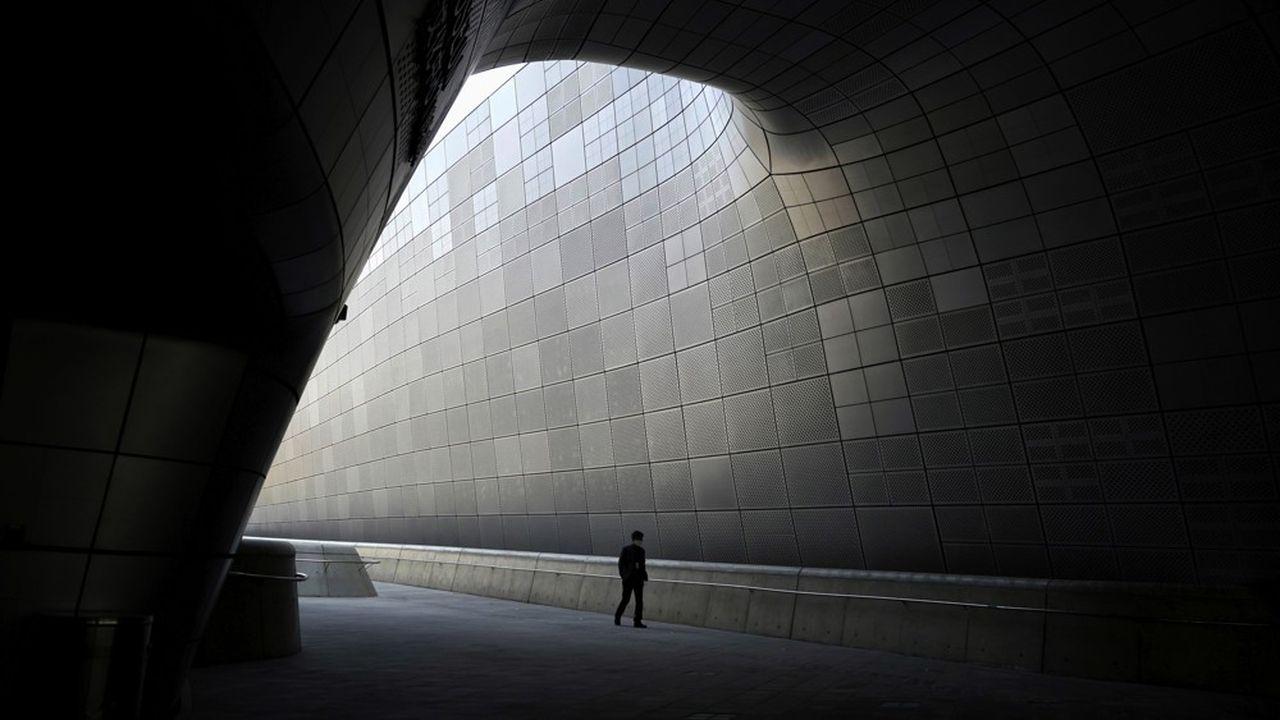 Les rues de la majorité des villes de la planète se sont vidées, comme ici à Séoul.