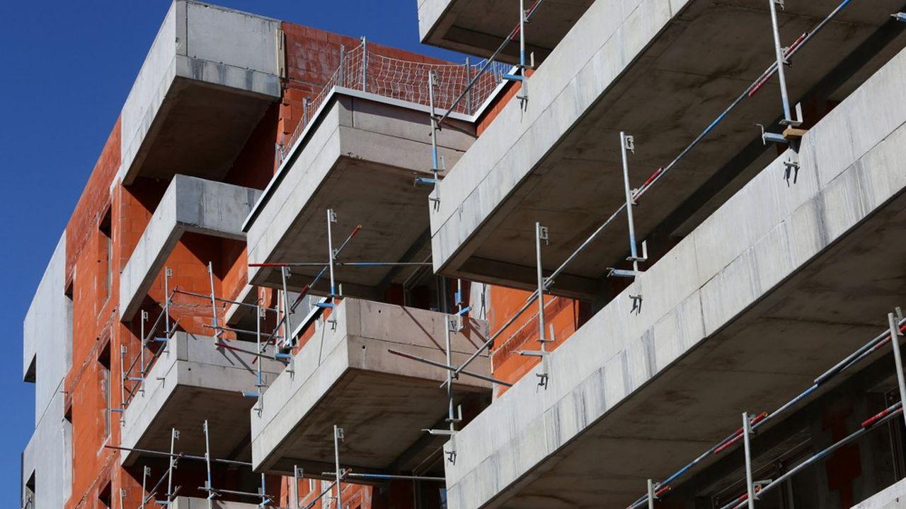 Les services publics n'étant pas équipés pour le télétravail, nombre de services locaux d'urbanisme ont tourné au ralenti en ce début de confinement voire ont fermé.