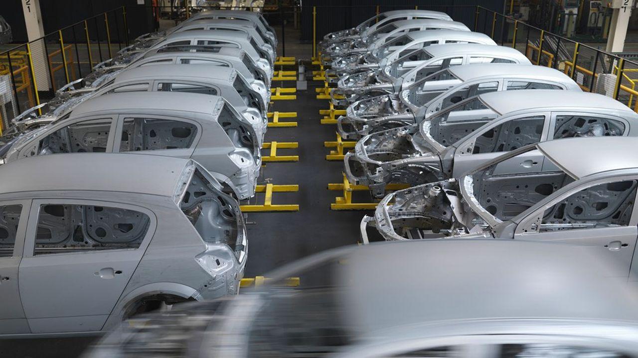 La quasi-totalité des chaînes de production sont aujourd'hui à l'arrêt aux Etats-Unis et en Europe.