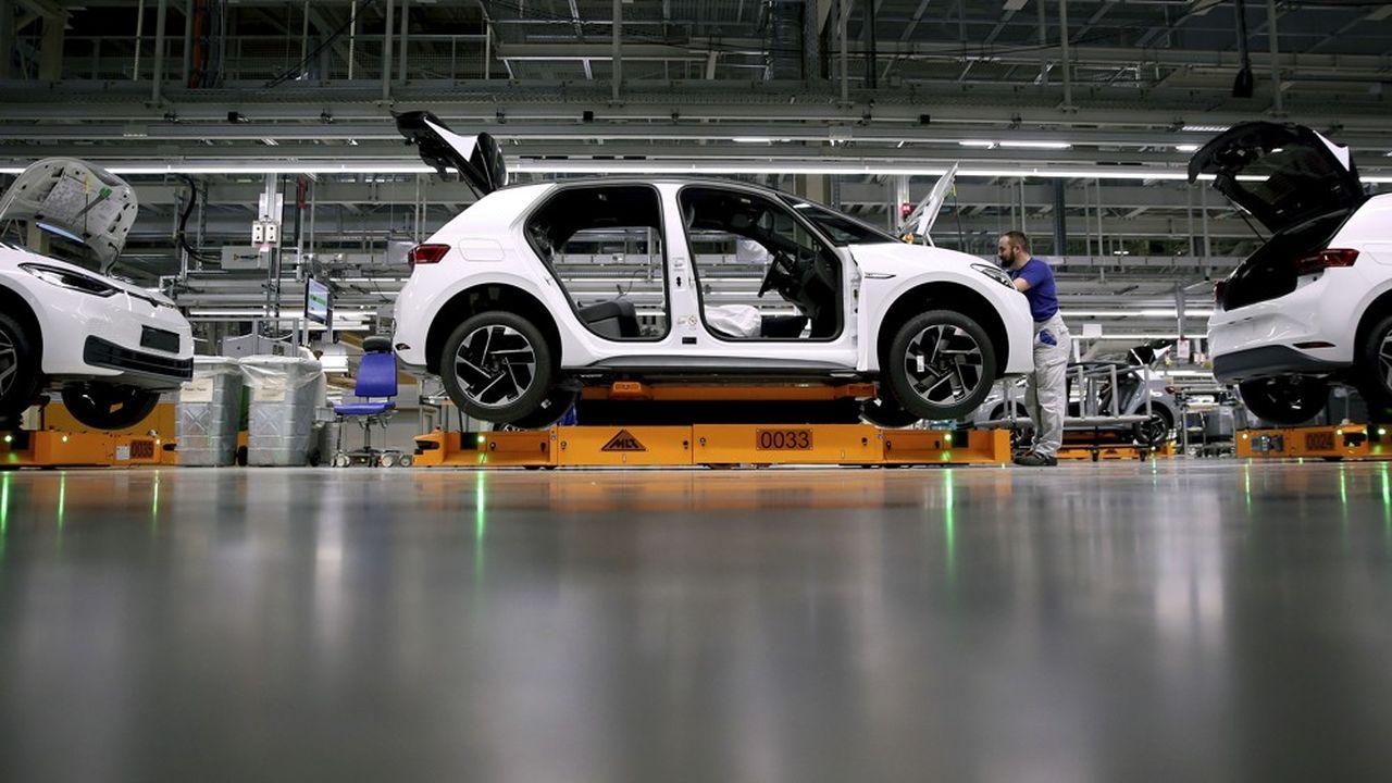 Les uns après les autres, les grands constructeurs allemands ont annoncé la fermeture de leurs chaînes d'assemblage.