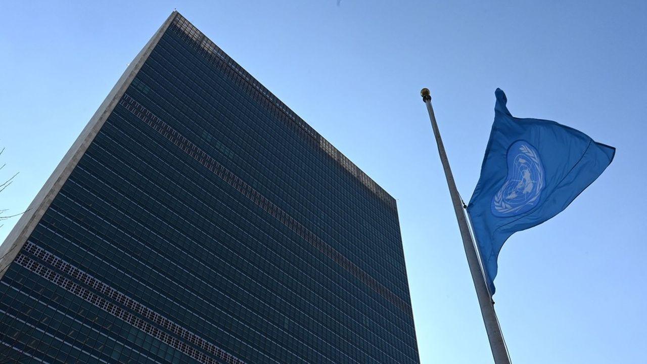 Les Nations unies, créées après la Seconde Guerre mondiale pour assurer la paix dans le monde, ont échoué face aux crises en Syrie, en Libye en raison de la paralysie de son Conseil de sécurité. Aujourd'hui, elle est aux abonnés absents faute de moyen face à la crise sanitaire.