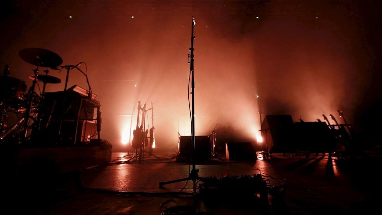 Annulation des concerts, tournées et festivals, la crainte de tomber comme un cheveu sur la soupe avec le lancement et la promotion d'un album, ou encore la fermeture des points de ventes physiques spécialisés: le secteur de la musique subit fortement la crise sanitaire due au coronavirus