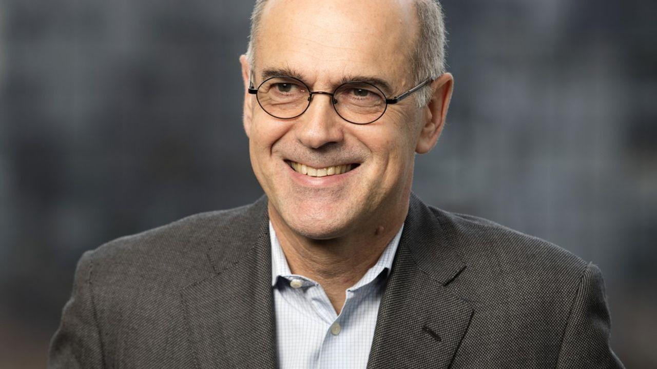 Paul du Saillant (61 ans) est le nouveau directeur général d'Essilor. Il sera entouré d'une nouvelle équipe de 12 managers jeunes et expérimentés.