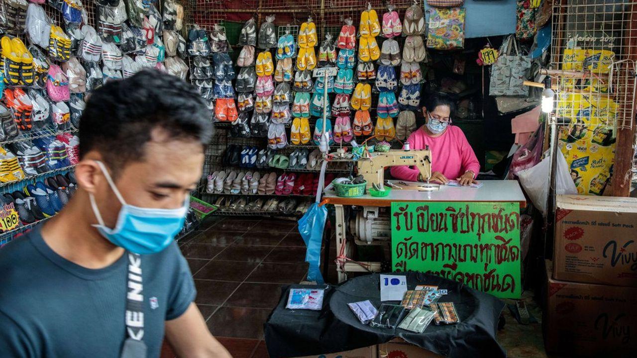 La Thaïlande où le PIB pourrait reculer cette année de 5%, dans le pire des cas, devrait payer un lourd tribut au covid-19