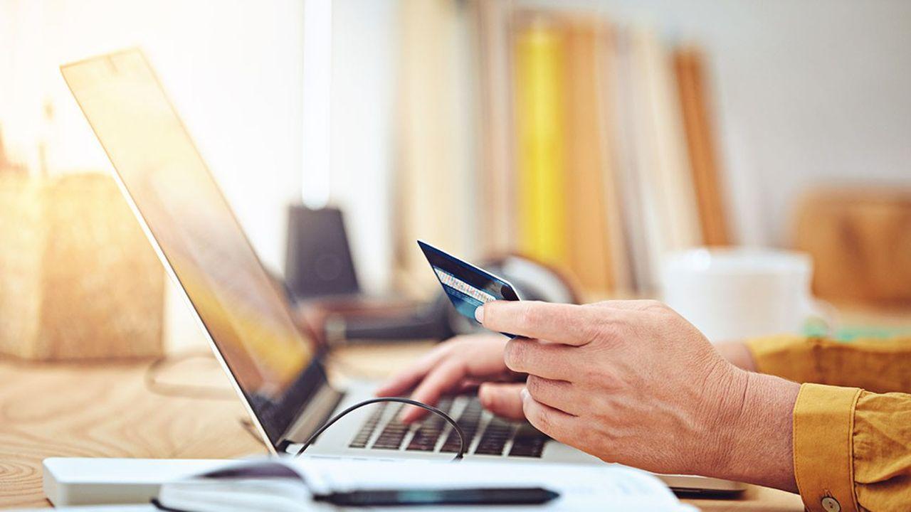 Une des premières pistes pour réformer la fiscalité consisterait à mettre en place une microtaxe de 0,05% sur tous les paiements électroniques.