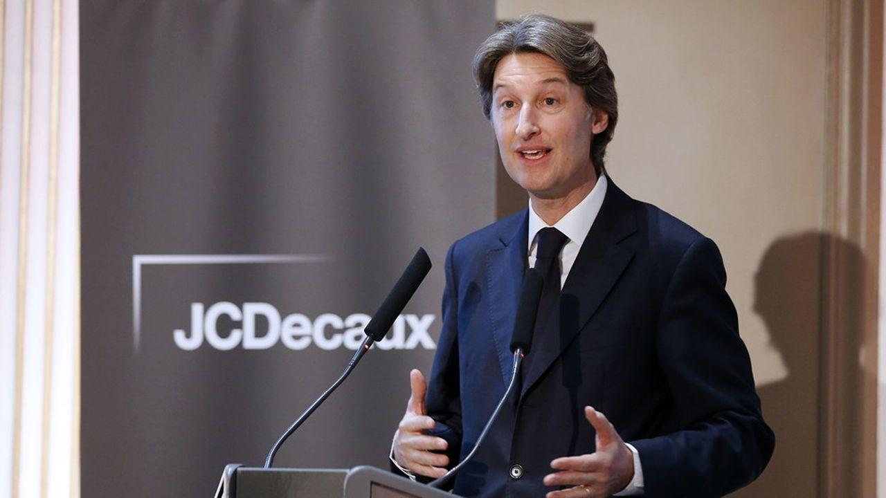Jean-Charles Decaux, codirecteur général de JCDecaux SA, acquiert, via son groupe, 23% de Clear Media Limited à Hong Kong pour 104millions d'euros.