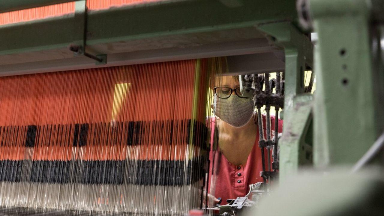 « Les Tissages de Charlieu », 23mars 2020. L'entreprise a créé un masque en tissus agréé.