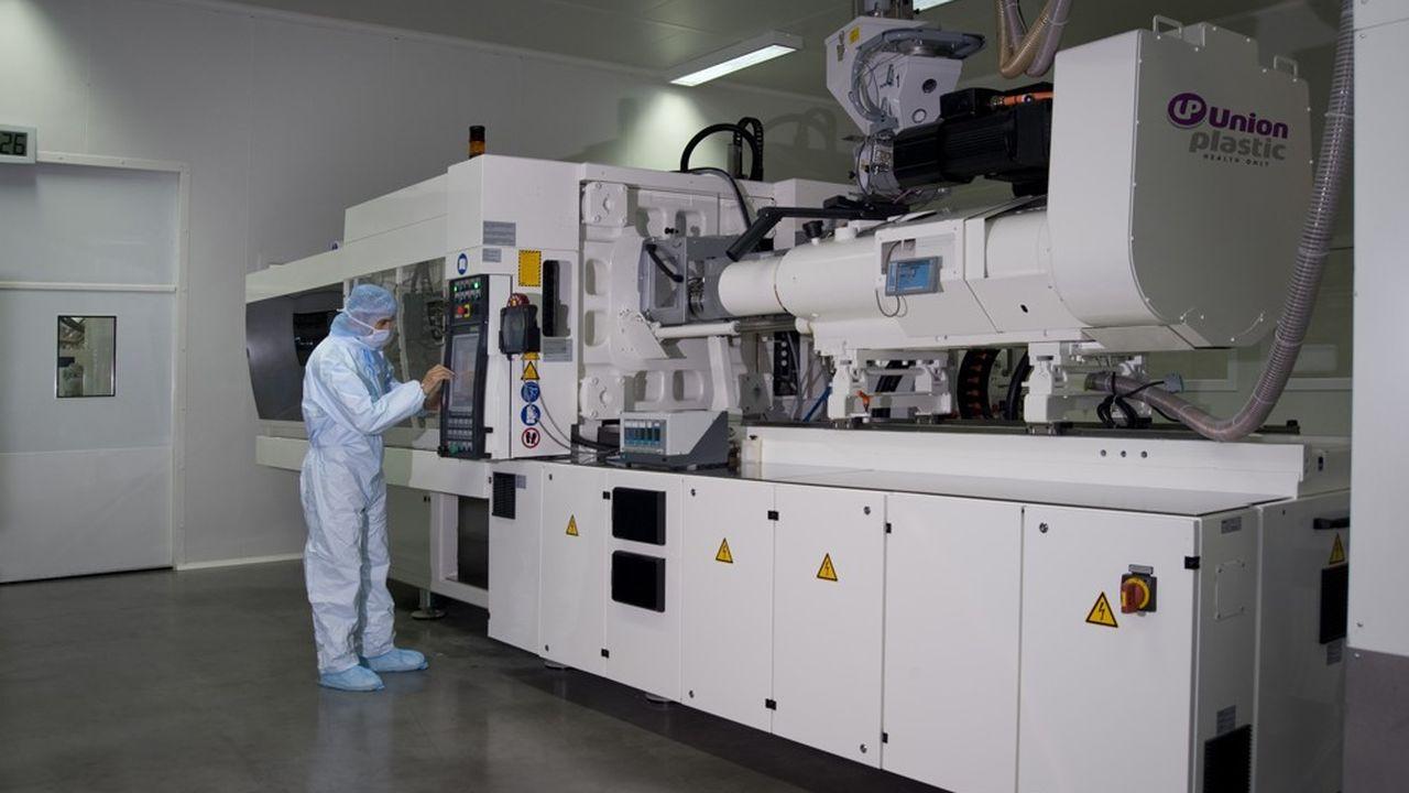 Les usines Union Plastic continuent à produire des dispositifs médicaux pour les hôpitaux, les laboratoires pharmaceutiques et les sociétés de diagnostics grâce à la mise en place de règles strictes.