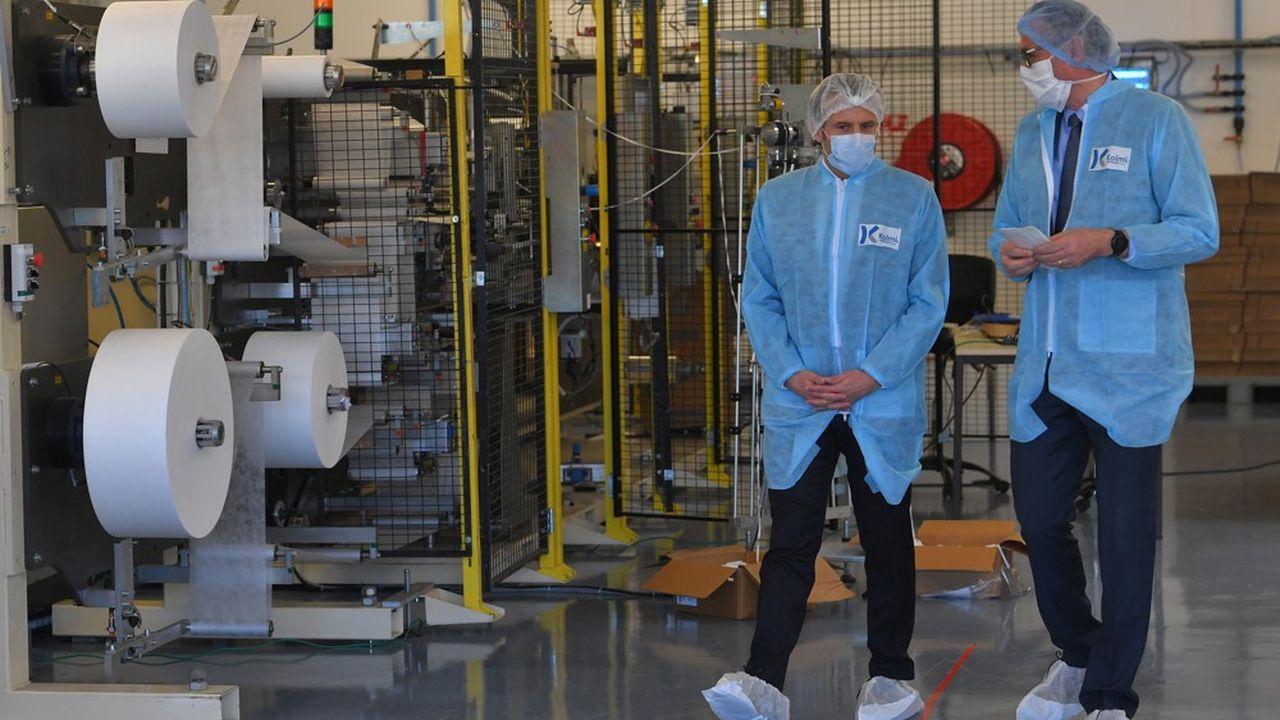 Après sa visite aux soignants la semaine dernière à Mulhouse, Emmanuel Macron s'est rendu sur le principal site industriel français produisant des masques.