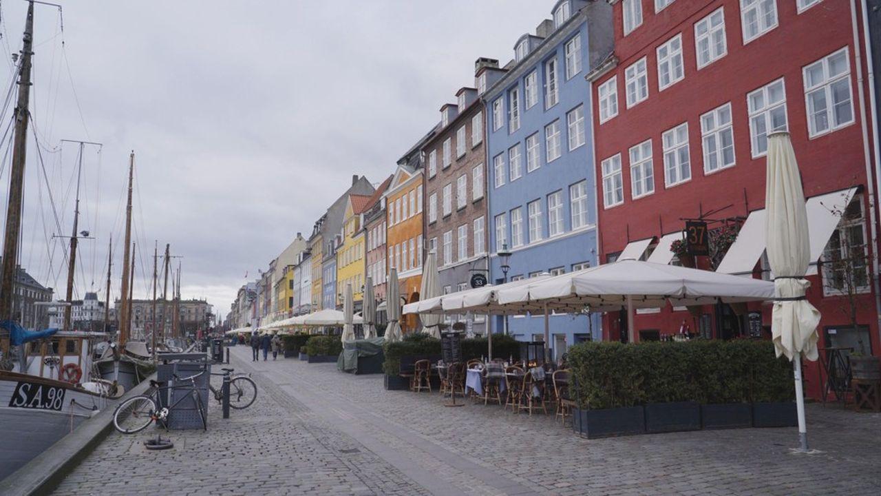 Les restaurants de Copenhague sont fermés à cause du coronavirus, provoquant des milliers de mises au chômage.