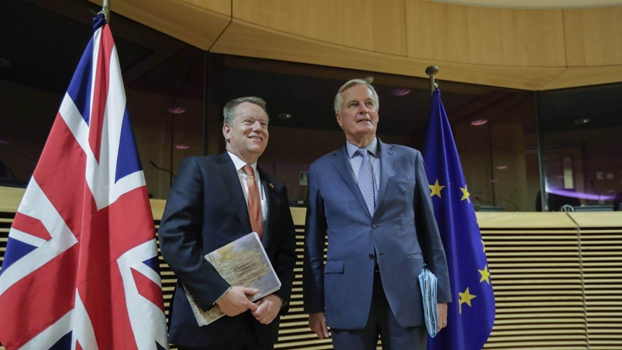 David Frost et Michel Barnier supervisent les deux équipes de négociation.
