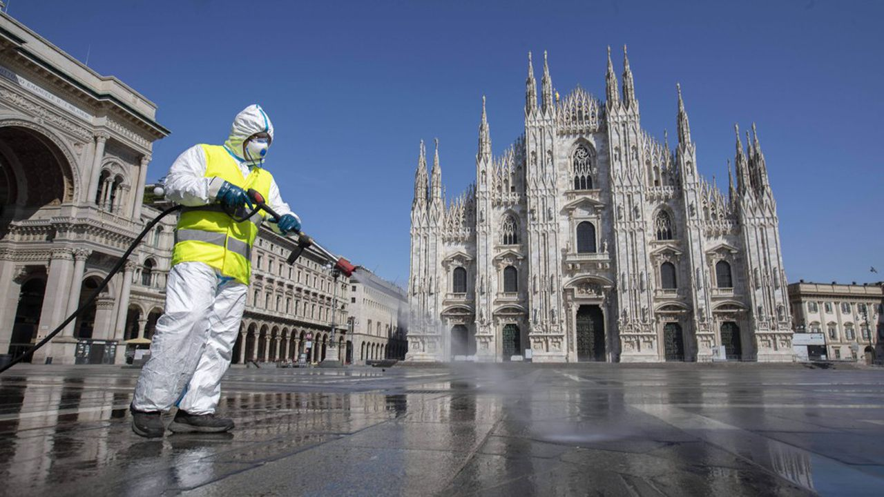 Cet employé qui désinfecte la place du Dome à Milan, fait peut-être partie des 10% d'Italiens contaminés par le Sars-2, selon une étude des chercheurs de l'Imperial College, à Londres, parue ce mardi.