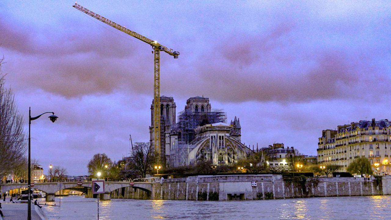 Pour les dons effectués entre le 16 avril et le 31 décembre 2019 pour la restauration de Notre-Dame, la réduction d'impôt est égale à 75 % des dons retenus dans la limite de 1 000 €.