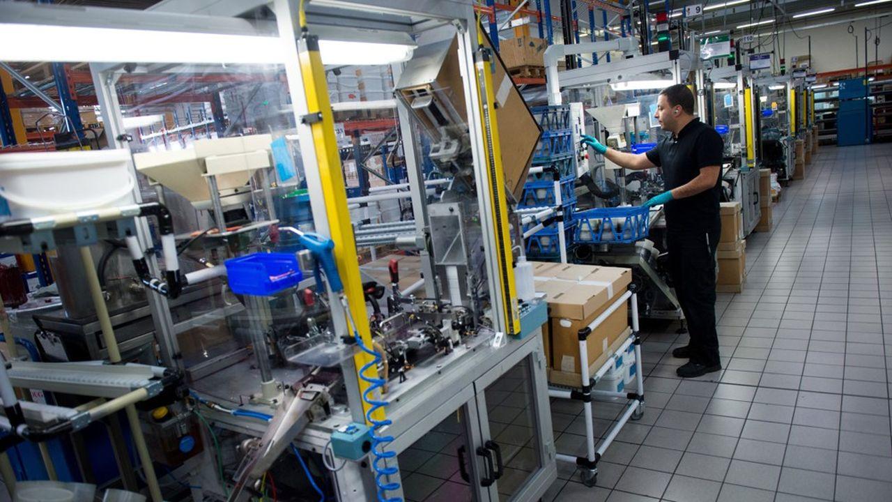 Montévrain, près de Marne-la-Vallée (Seine-et-Marne) est la plus grande usine de stylos-billes du géant des produits de grande consommation, avec 3 millions de stylos fabriqués par jour pour seulement 250 salariés.