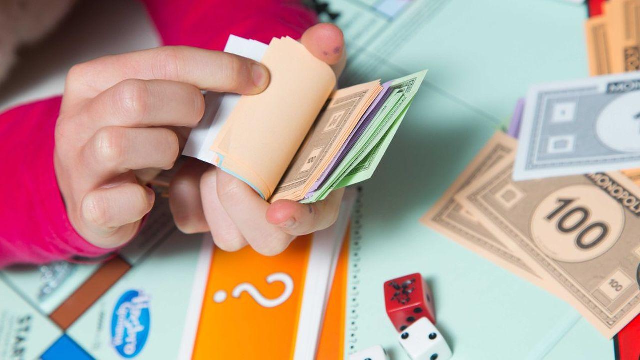 Les jeux de société, le Monopoly en tête, ont enregistré une croissance de 83% de leurs ventes en France la première semaine de confinement.