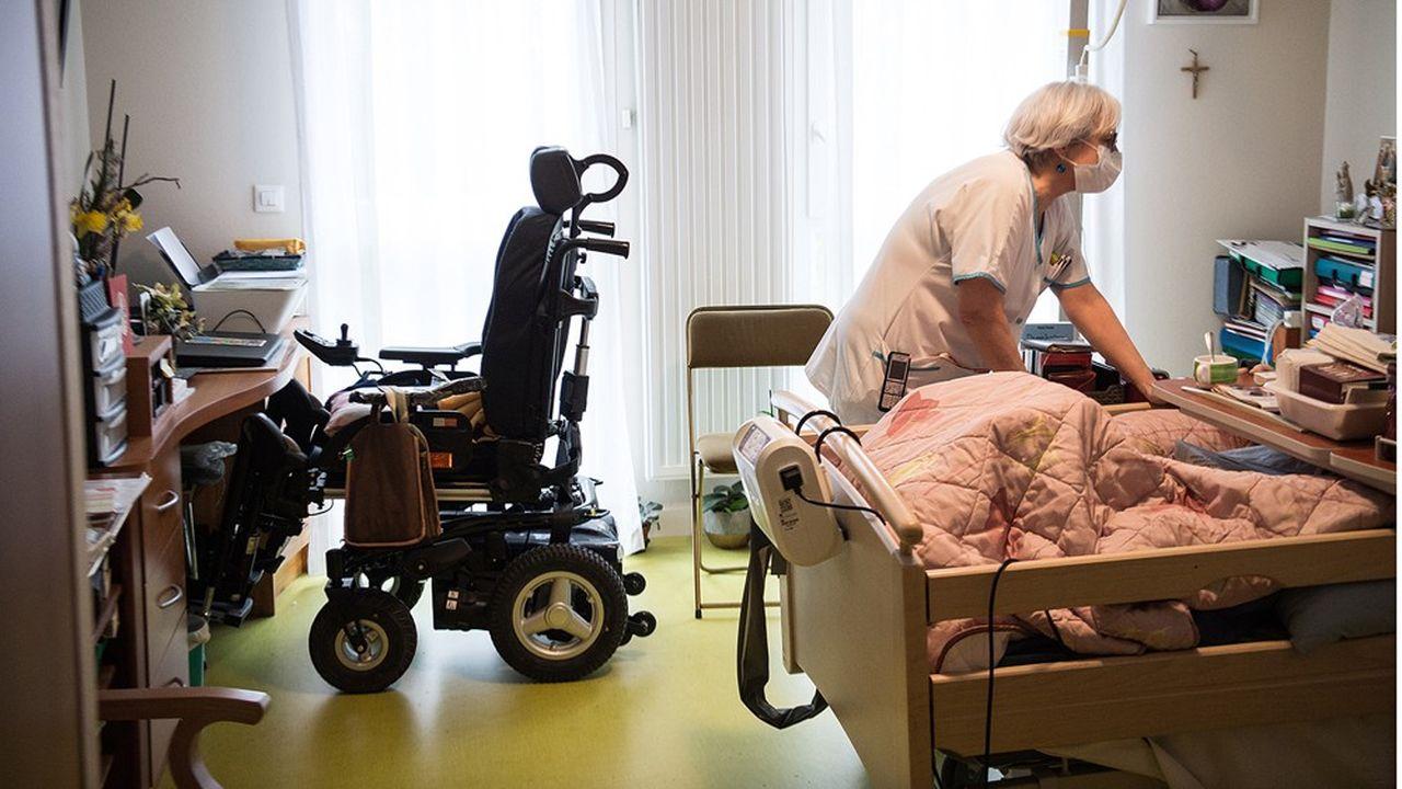 Les agences régionales de santé d'Ile-de-France et des Hauts-de-France ont recensé à ce jour chacune près de 150 établissements sur 600 à 700 dans leur région respective dans lesquels le Covid-19 est entré.