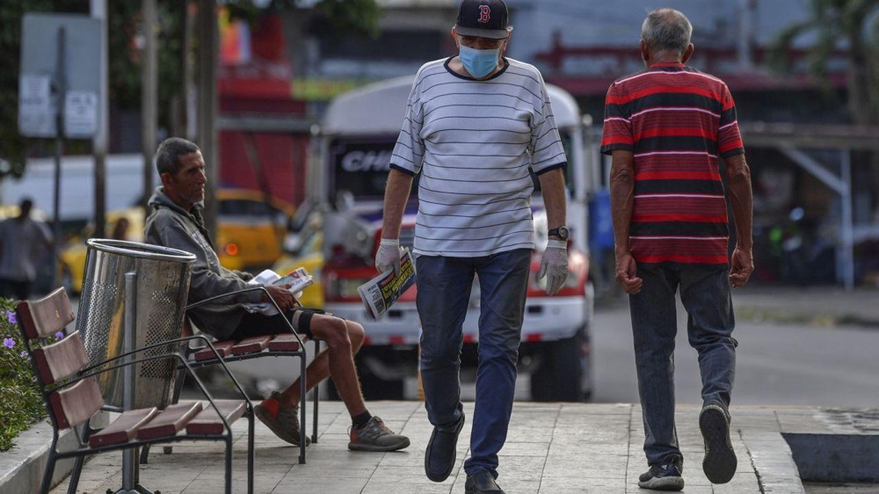 Le Panama a choisi une façon originale de procéder au confinement. Les hommes peuvent sortir le mardi, jeudi et samedi, et les femmes le lundi, mercredi et le vendredi.