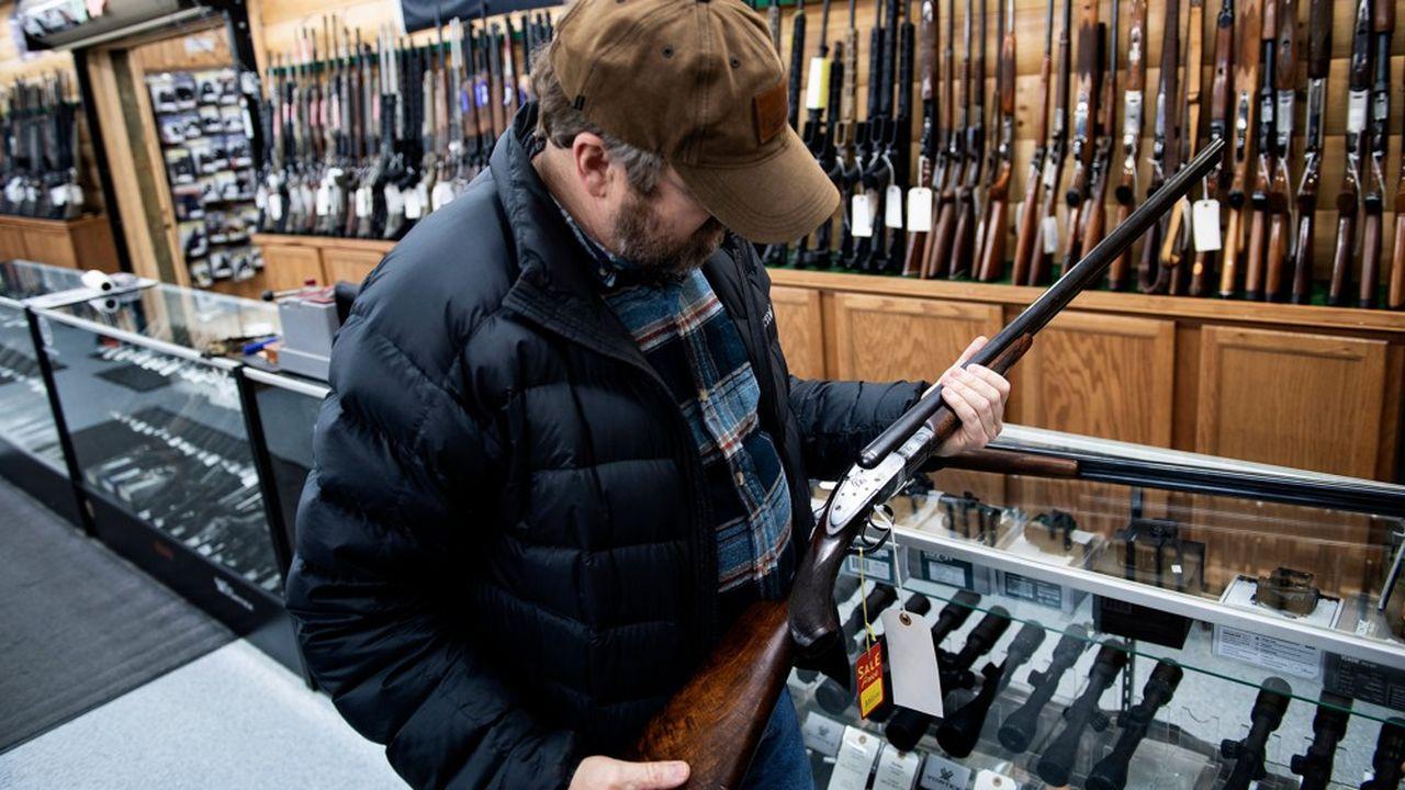 Beaucoup d'Américains ont eu le réflexe d'acheter une arme, au fur et à mesure que lecoronavirus se propageait dans le pays.