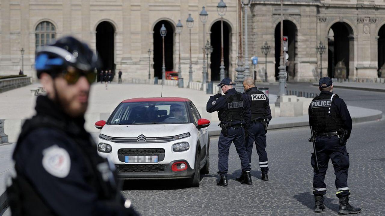 En Île-de-France, sept escadrons de gendarmerie mobile et trois hélicoptères sont mobilisés en renfort pour faire respecter le confinement.