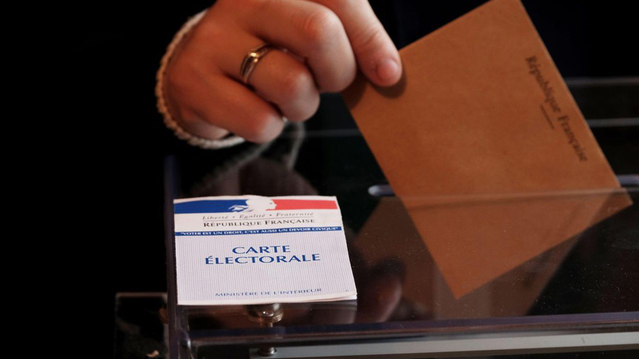 Avec le report des élections municipales et des sénatoriales,c'est tout le calendrier électoral de la fin du quinquennat qui pourrait être bousculé. Un report des élections régionales de mars2021 est envisagé.