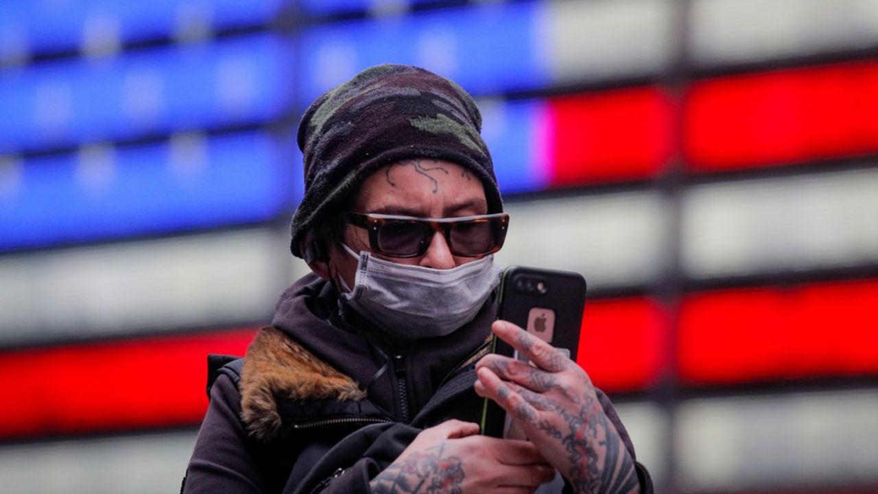 Les autorités recommandent désormais aux Américains de porter des masques dans les lieux publics afin de freiner la diffusion du coronavirus.
