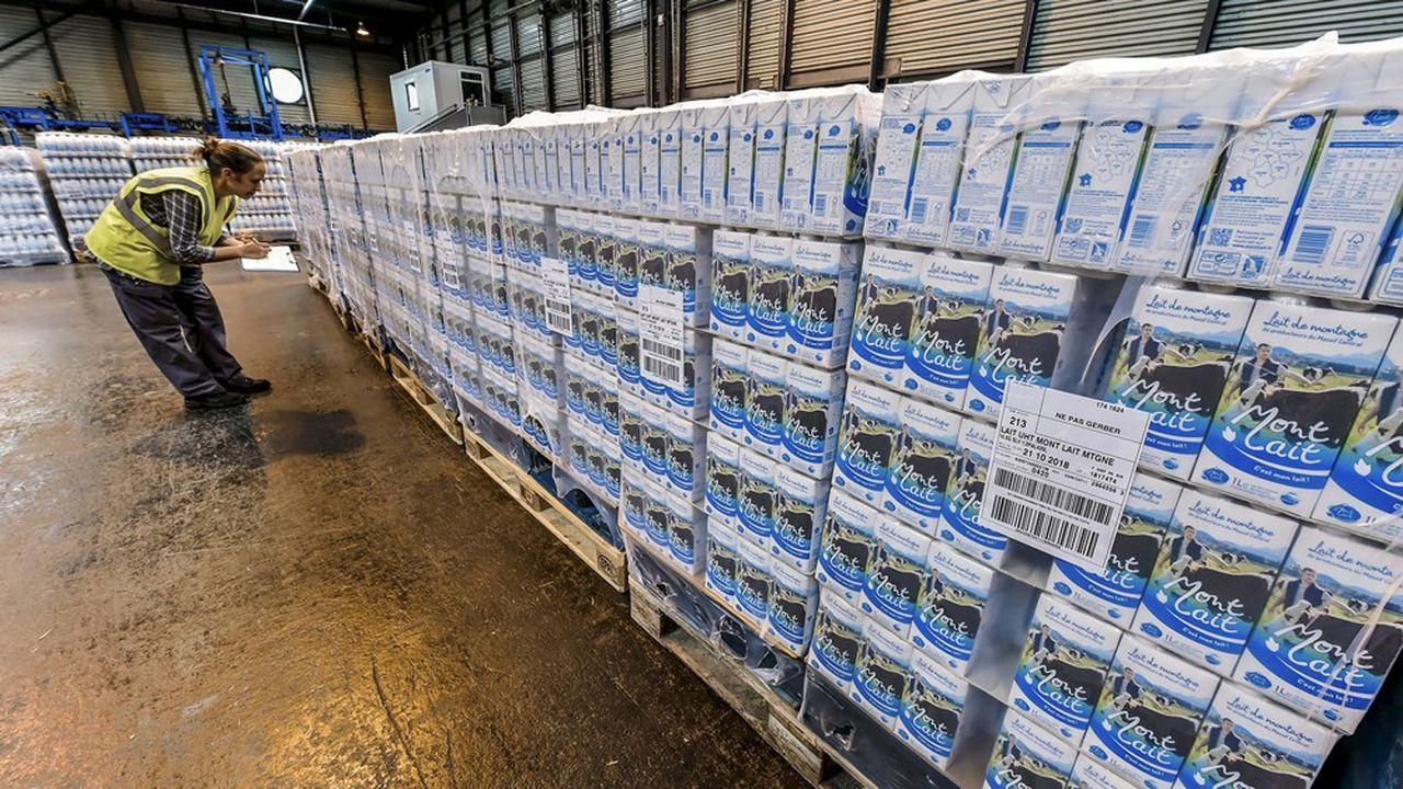 La semaine dernière, il y avait 40millions de litres de lait en trop sur les 220millions collectés par semaine. «C'est 18% de trop», selon la Confédération paysanne, compte tenu de la déconsommation de produits laitiers et de la disparition de nombreux débouchés.