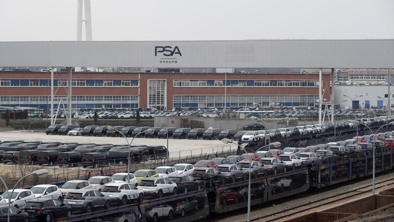 Le groupe PSA vient d'annoncer le redémarrage de son usine de Poissy, pour participer à la fabrication de respirateurs artificiels en lien avec Air Liquide. (Photo by Thomas SAMSON / AFP)