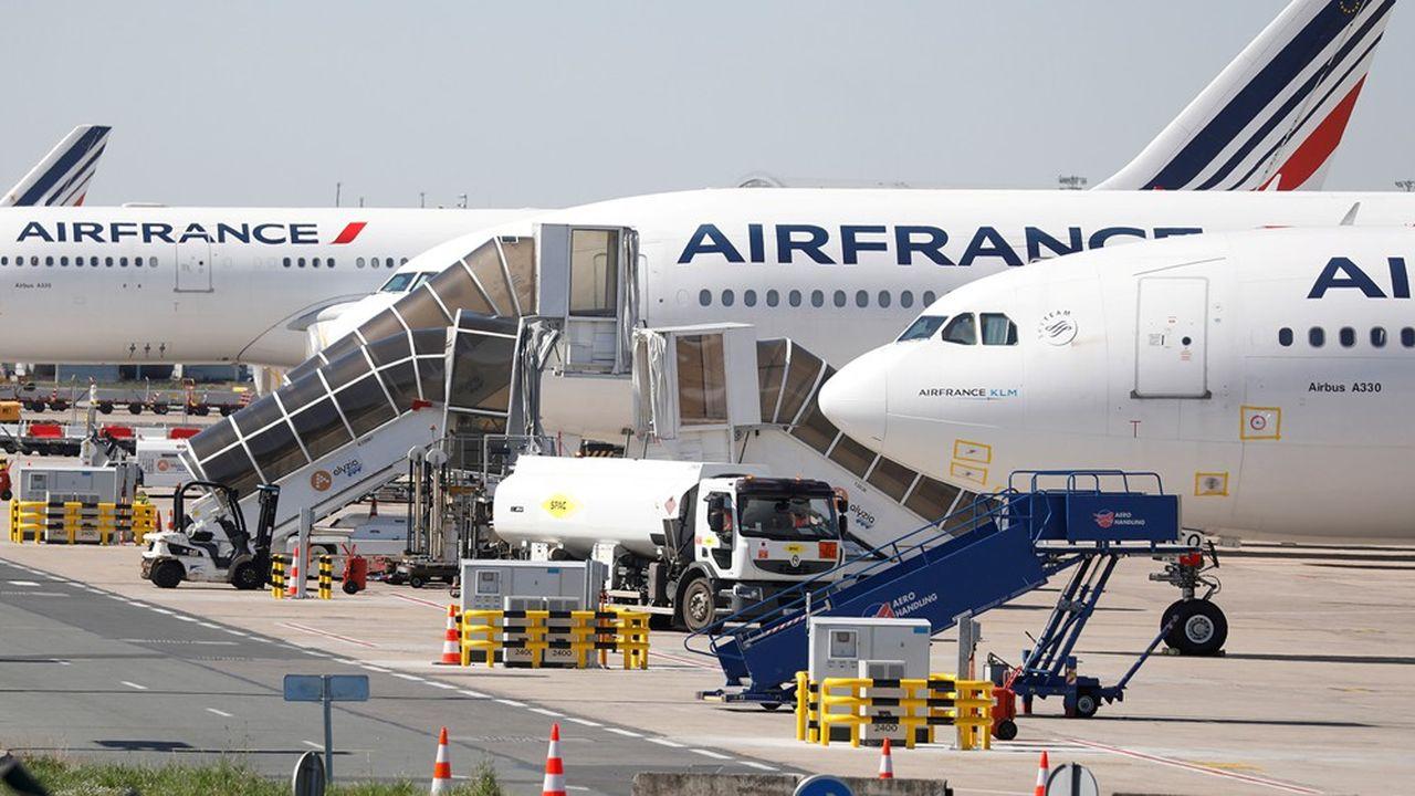 Sur les 180 appareils longs et moyen-courriers immobilisés par Air France, 125 sont à Roissy-CDG, 37 à Orly et 10 au centre de maintenance de Toulouse.