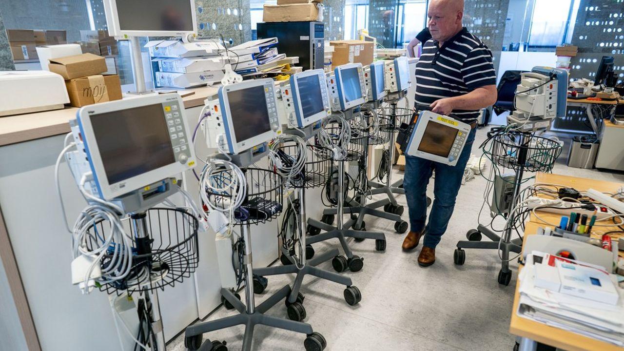 Les équipements de l'entreprise Dräger sont très demandés aux Pays-Bas, où le nombre de malades du Covid-19 hospitalisés progresse. Ici un centre de tests pour les respirateurs à Zoetermeer, près de Rotterdam.