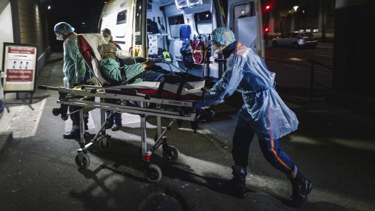 Des transferts de malades se sont poursuivis ce week-end de l'Île-de-France vers des régions moins touchées par l'épidémie.