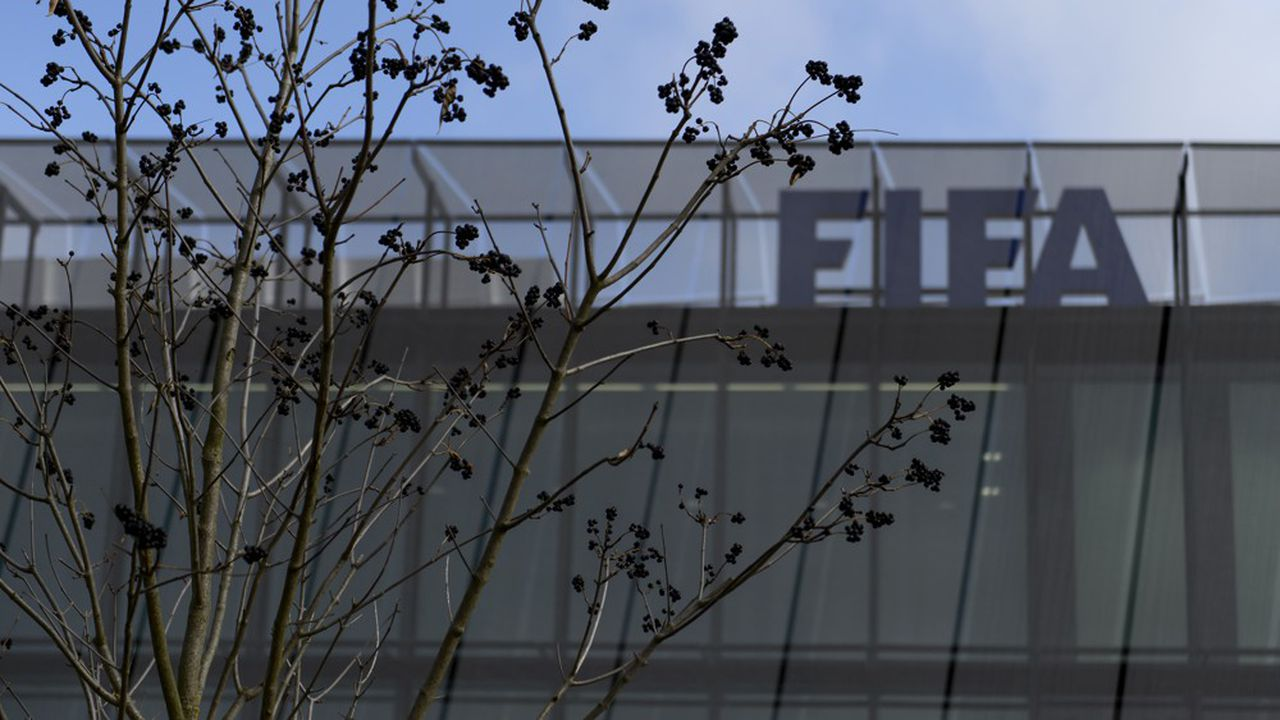 La Fifa (ici, son siège à Zurich) préconise aussi des «mesures gouvernementales».